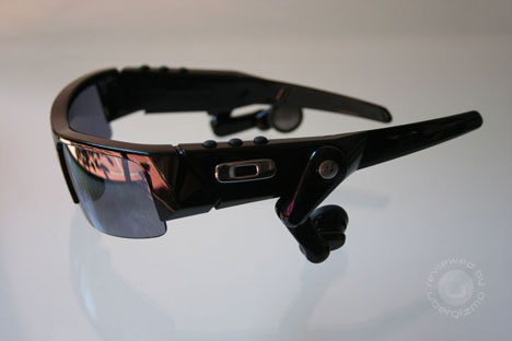 Oakley O ROKR Review by Ubergizmo