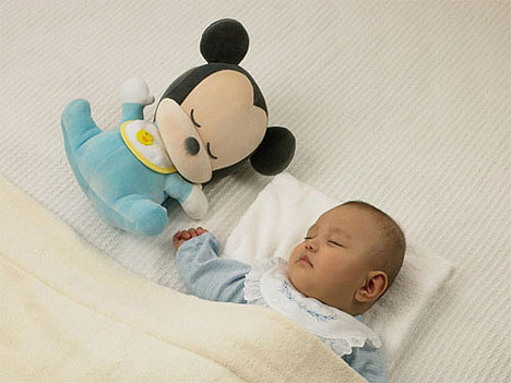 Soft toy lulls baby to sleep