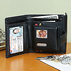Wallet with digital photo display