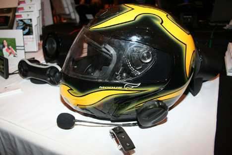 Parrot SK 4000: Bluetooth Hands-Free Motorcycle Kit