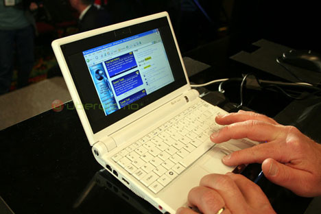 Asus Eee with WiMax, Larger Display