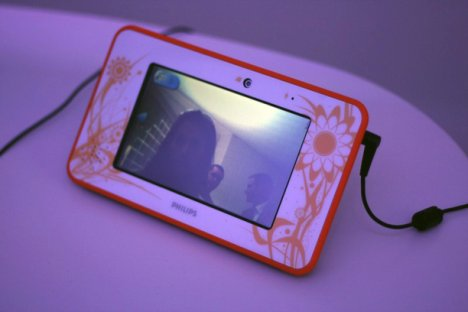 Philips Looking Glass Video Messaging Tablet Concept