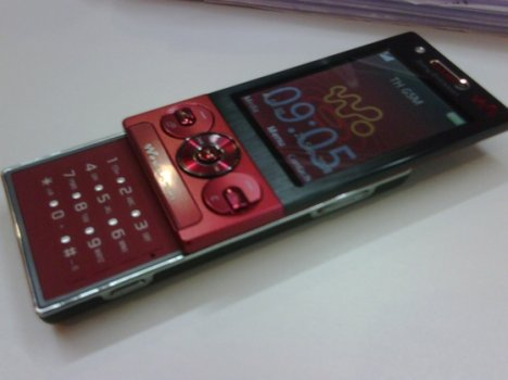 Red Sony Ericsson Rika Spotted