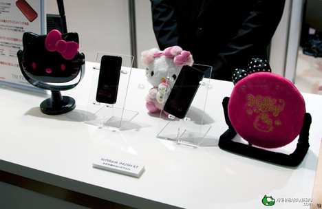 Hello Kitty phone hits Japan