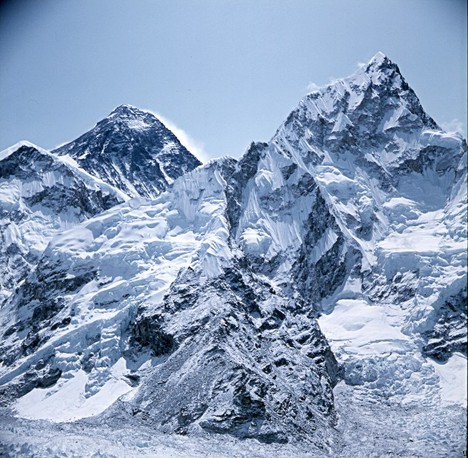 Climbers get phone coverage on Everest