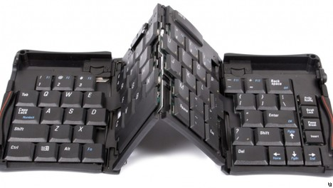 Thanko full size USB keyboard folds into compact size