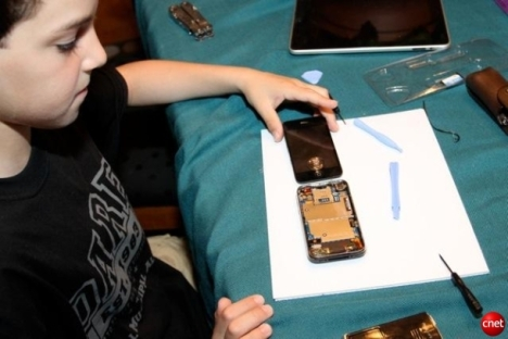 Boy Fixes Cracked iPhone Glass For $21