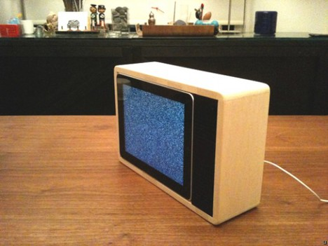 iPad gets wooden enclosure, turns into TV